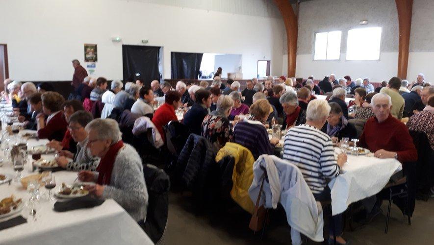 Une place bien chaude, à la table de la vie, au club des 110 amis.