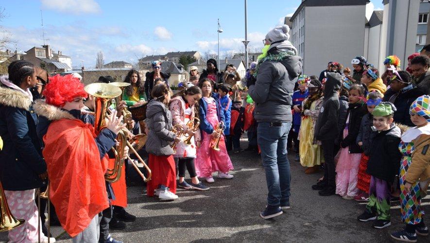 Menés par Robin Vies, les enfants ont joué des morceaux de musiques.