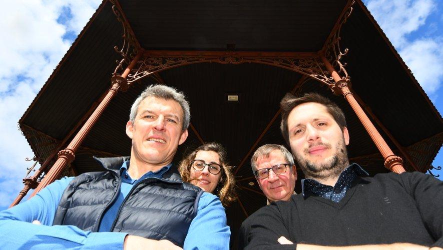 Les quatre caviste ruthénois : Pierre Bonnefous, Maëlle Falguières, Guy Cayssials et Rémi Costes.