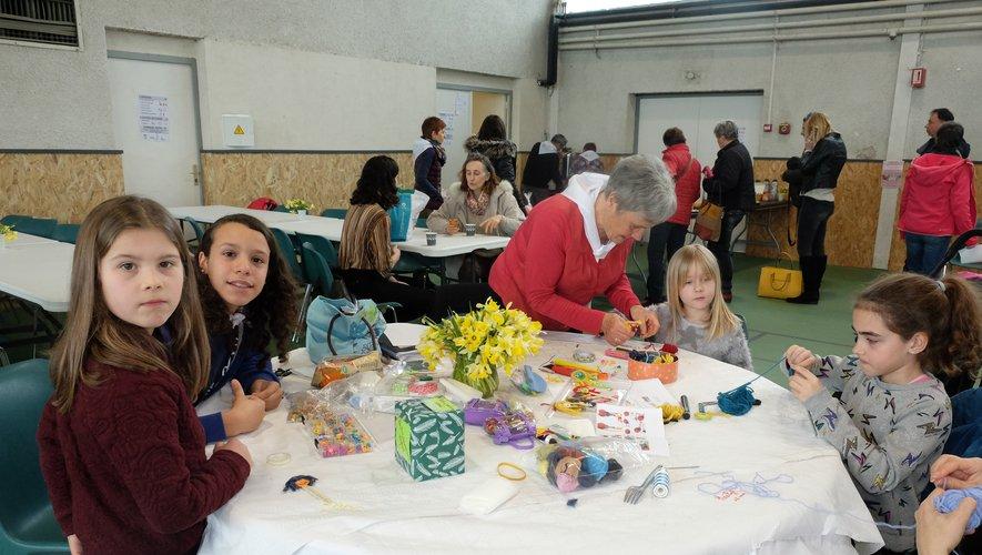 A l'atelier créatif pour les enfants, étaient entre  autre  confectionnées des poupées qui éloignent les mauvais rêves.