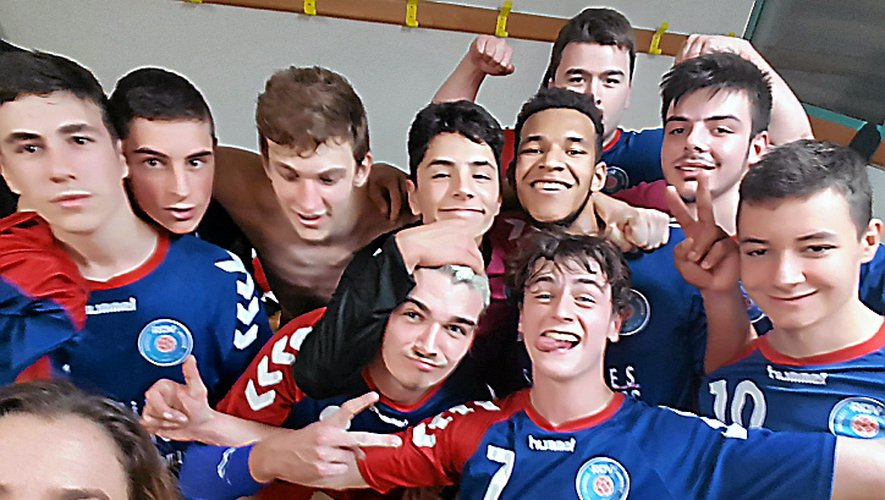 La joie des 18 ans garçons vainqueurs à Saint-Sulpice.