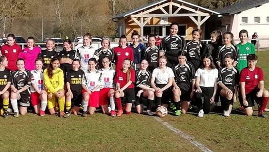 Les formations U17F de l'ESCC, la JS Lévezou, l'AS Olemps et Capdenac, lors de la première journée de coupe.