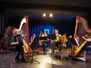 Les musiciens sur scène.