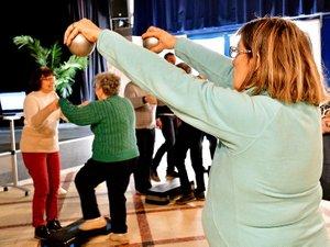 Atelier équilibre, évaluation de la force musculaire, mouvements adaptés et prévention du risque de chute.