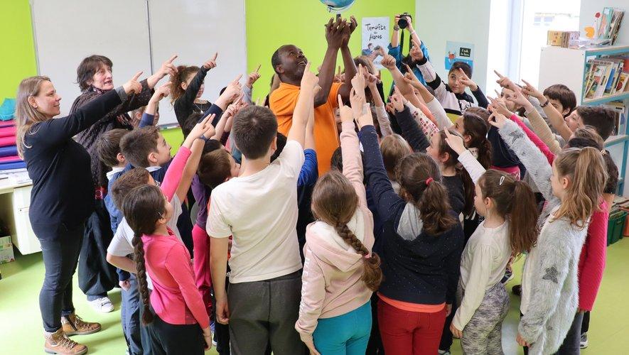 Les enfants, accompagnésde leurs professeurs, ont découvertles exercices pour travailler sa voixet sa respiration.