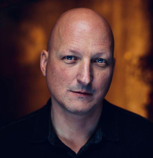 """Dan Reed, le réalisateur de """"Leaving Neverland"""", diffusé le 21 mars sur M6"""