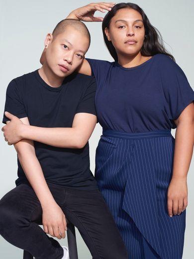 Jason Wu aux côtés de Paloma Elsesser qui porte une tenue issue de la collection printemps/été 2019 Jason Wu/ELOQUII