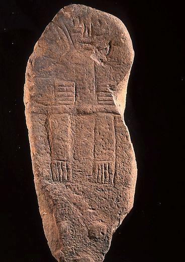 La statue-menhir de Jouvayrac a quitté Martrin pour le musée Fenaille.