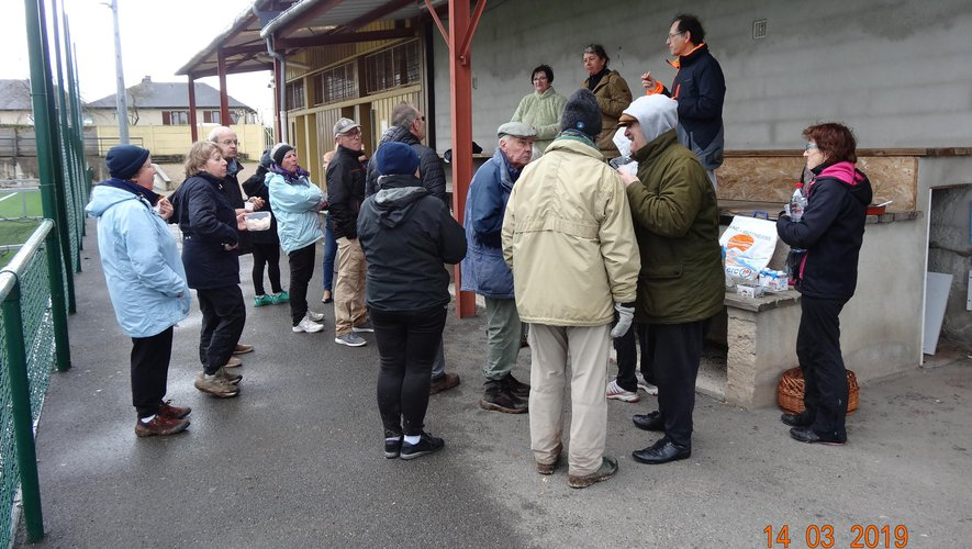 Les Auriacois pendant le pot de l'amitié évoquant l'organisation de la rando du Lagast du 10 juin.