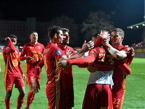 Un doublé de Ugo Bonnet et un penalty de Florian David, ici félicité par ses partenaires, ont donné la victoire aux Ruthénois.