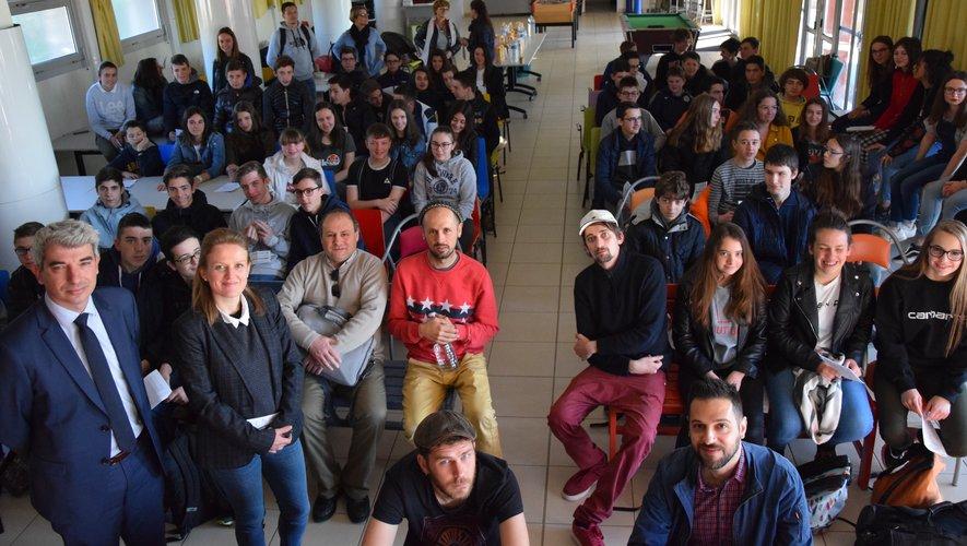 Originaires des collèges Fabre (Rodez), de Baraqueville, Marcillac et Pont-de-Salars, près de 80 élèves occitanistes ont découvert le lycée Foch.