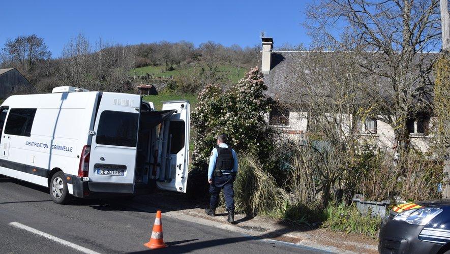 Ce vendredi après-midi, l'identification criminelle de la gendarmerie était toujours sur les lieux du drame.