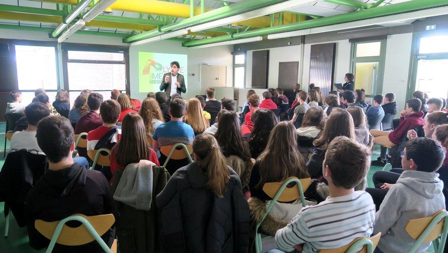 Les élèves très intéressés ont posé différentes questions sur le choix des filières.