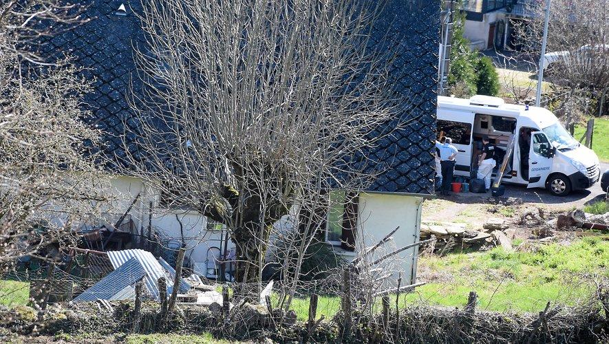 Une vue de la maison du couple Ayral où s'affairaient vendredi les enquêteurs de la gendarmerie.