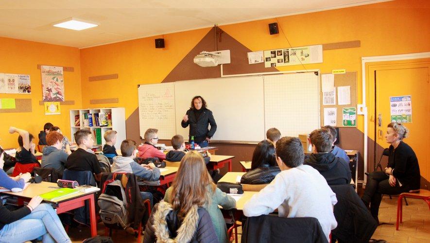 Les élèves attentifs aux explications de Pascal Croci.