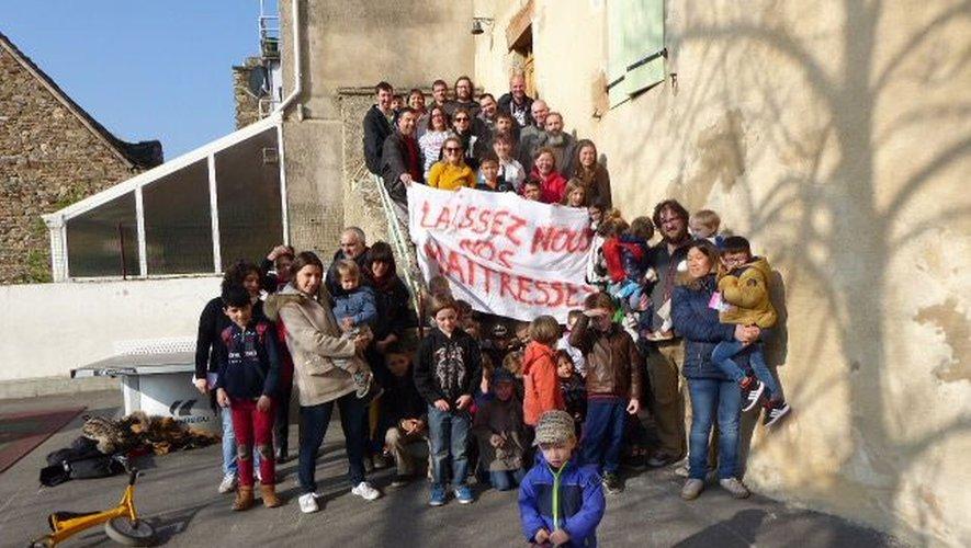 Parents, élus et enfants mobilisés.