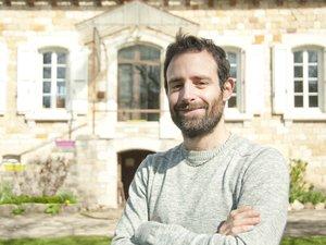 Maxime Authier chez lui à Curlande, commune de Bozouls avant son départ.