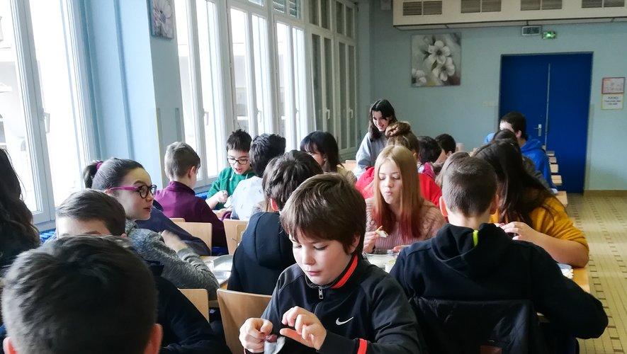 Au collège Lucie Aubrac,les 5es apprennent à équilibrerleur petit-déjeuner.