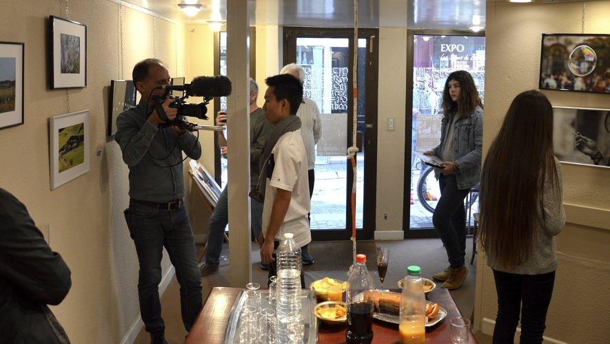 Le tournage d'une scène dans l'atelier de calligraphie.