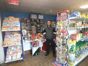 Jean-Michel Lecossier vient d'ajouter une épicerie à son tabac-presse-relais-Poste.