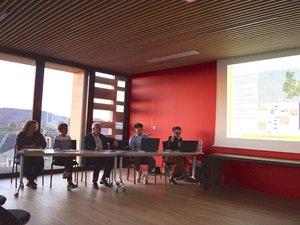 Laurence Fayet avec les élus,  présente les règlements de la révision.