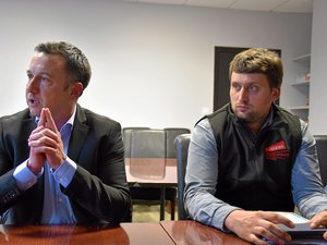 Le conférencier François Purseigle (à droite) aux côtés de Romain Déléris, vice-président des Jeunes agriculteurs.