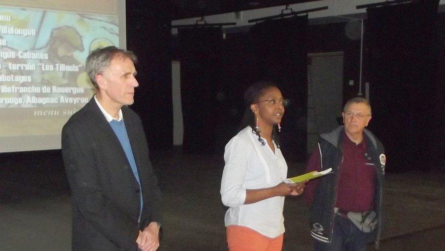 La présidente de la MJC, Caline Nzietcheng-Pellicier, aux côtés du réalisateur du documentaire Patrick Trouche avant la projection.