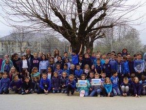 Tous en bleu à l'école Arsène Ratier.