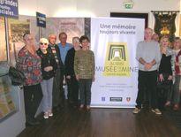 Francis Mazars et son équipe présentent le nouveau logo du musée.