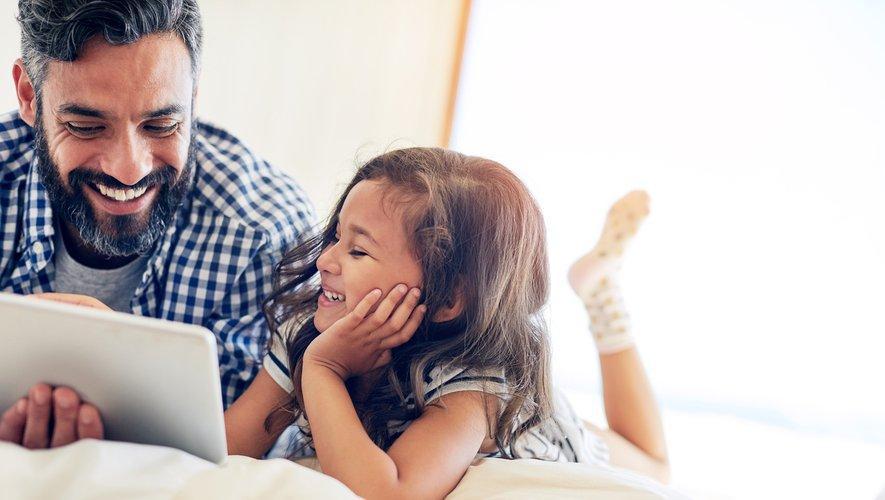 """L'usage des écrans par les enfants et les adolescents doit faire l'objet d'une """"vigilance raisonnée"""", avertissent mardi trois Académies."""