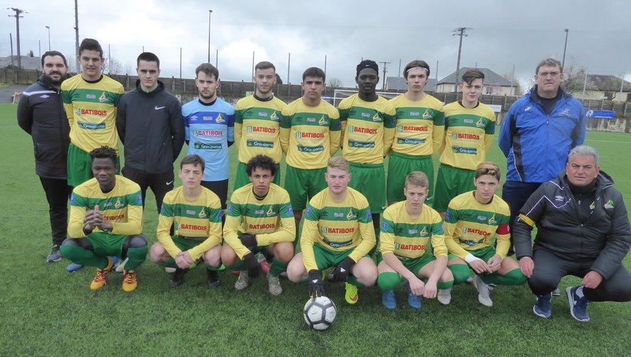L'équipe des U19 avant le coup d'envoi contre le leaderl'Élan marivalois.