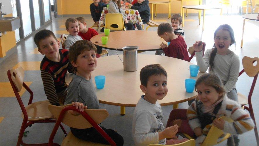Au centre de loisirs de la commune, un petit monde pour les enfants, empli de grands et de petits bonheurs.