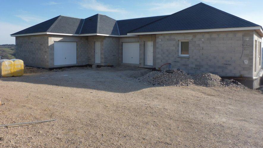 Un ensemble de deux maisons prêt à louer pour juillet prochain.