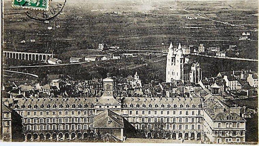 En 1930, le cours secondaire de jeunes filles déménage dans l'ancien Grand Séminaire et se transforme, quelques années plus tard, en collège de jeunes filles.