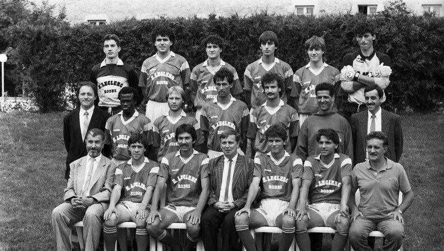 Le groupe de la première saison en D2 lors de la saison 1988-89.