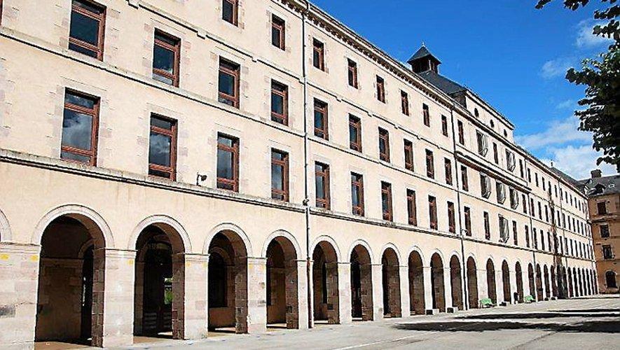 En 1954, le collège Fabre devient lycée puis lycée mixte en 1968 avant de redevenir collège.   SPRA / Repro CP============LEG (119673631)============ En 1954, le collège Fabre devient lycée puis lycée mixte en 1968 avant de redevenir collège   SPRA / Repro CP