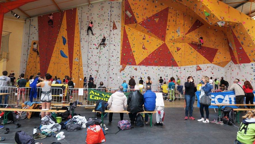 Soixante-quatre grimpeurs étaient inscrits répartis en sept catégories.