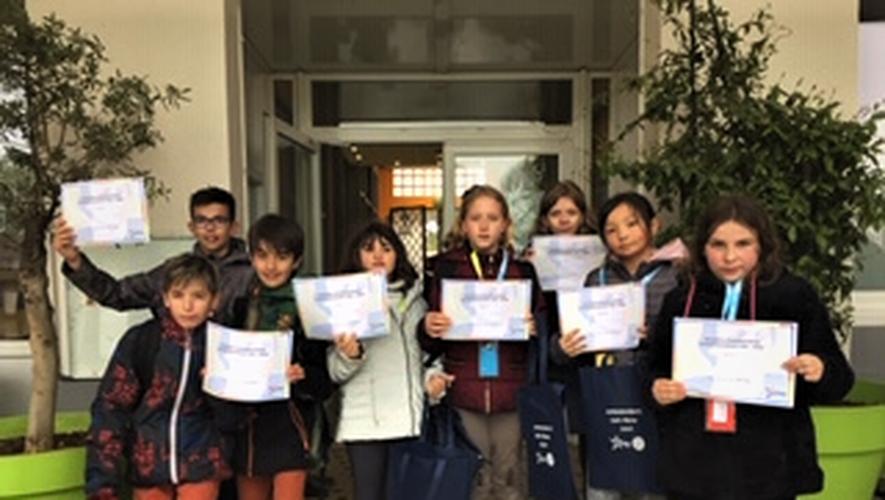 Les jeunes ambassadeursont reçu leur diplôme.