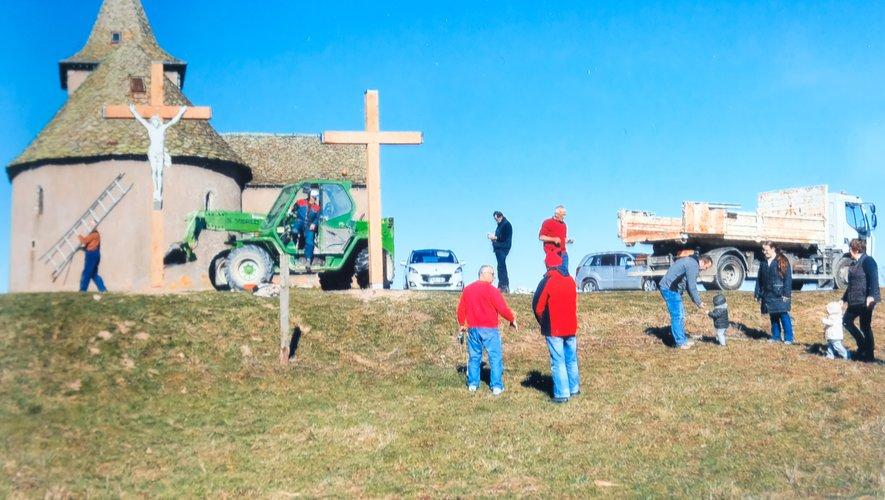 les trois croix du calvaire de la chapelle Saint-Jean-Baptiste ont été remplacées.