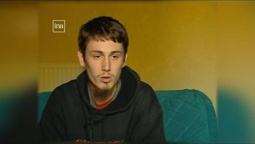 Kévin Gonot, ici en 2007 devant les caméras de France 3 à son domicile capdenacois. Là, le demi-frère de Thomas Collange jurait ne pas être « radicalisé » malgré plusieurs voyages au Moyen-Orient. Il partira en Syrie, sept ans plus tard avec toute sa famille.