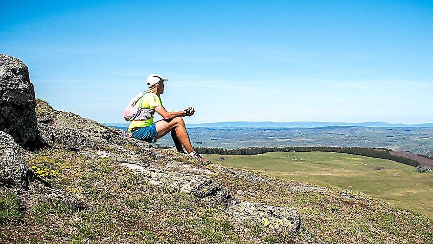 Les paysages du Trans Aubrac séduisent les coureurs.