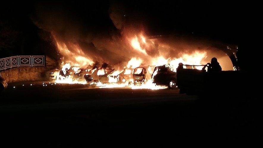 Huit voitures ont été détruites dans le brasier.