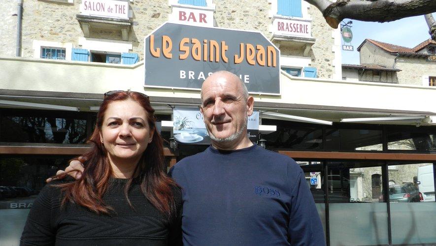 Jacinthe Abelard et Daniel Capelle ont repris le café-brasserie du Saint-Jean.
