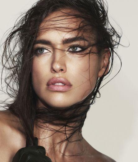 Irina Shayk incarne la campagne été 2019 de Marc Jacobs Beauty
