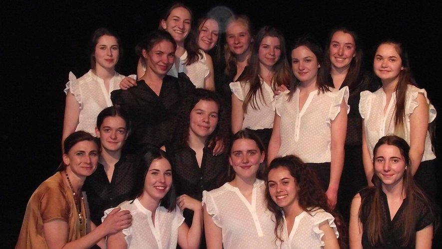 Les danseuses du lycée Raymond-Savignac en finale
