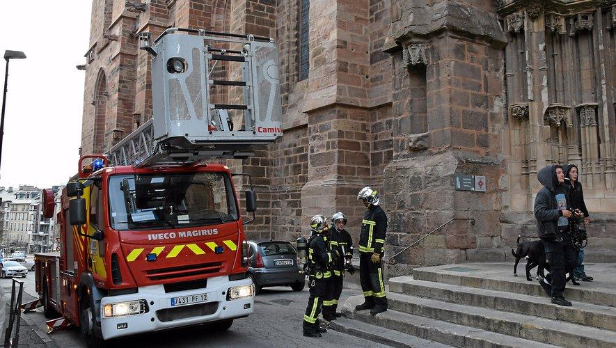 Les sapeurs-pompiers sont intervenus au pied de la cathédrale, vers 19 heures.