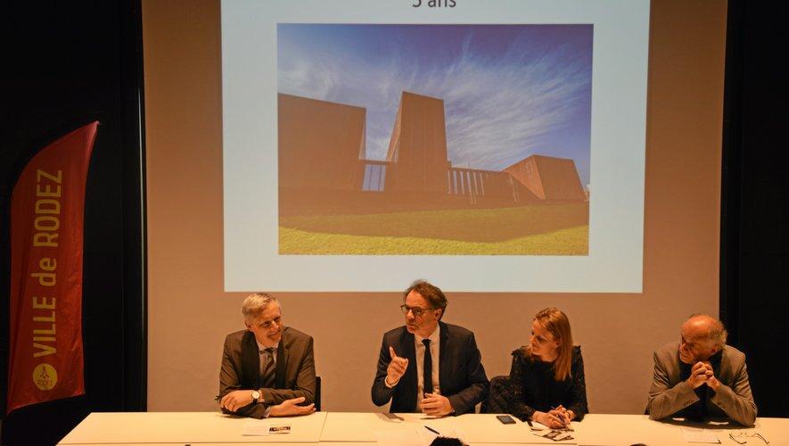 Frédéric Lavernhe, un des trois présidents de la Fédération des Aveyronnais d'ici et d'ailleurs (à gauche), aux côtés de Christian Teyssèdre, maire de Rodez et président de l'Agglo, Sarah Vidal et Jean-Michel Cosson, en charge  de la culture.