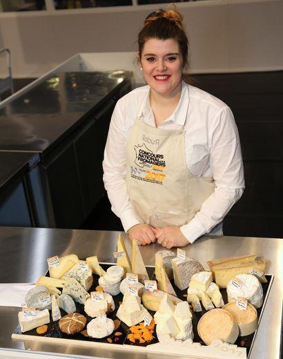 Dans son bar à fromages, qui ouvre ses portes avant la fin du mois d'avril à Rigal, un hameau situé sur la commune de Sylvanès, Sarah Lacaze Ayral  va proposer de la vente en direct bien sûr,  avec des dégustations et des idées de plateaux-repas. Mais aussi, une sélection de fromages occ
