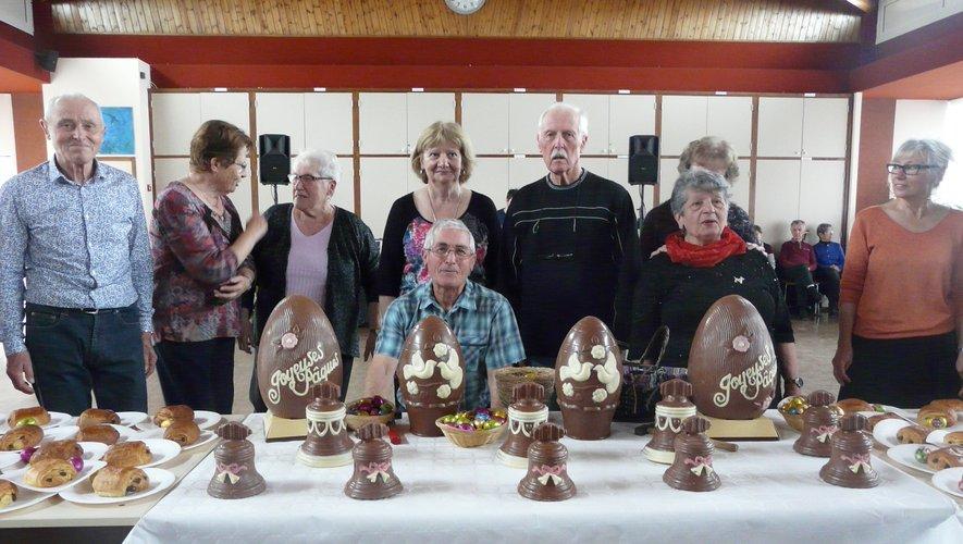 Le bureau du club, avant de « trucider » les œufs de Pâques.
