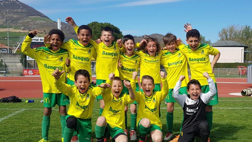 Les U11 laissant éclater leur joie après leur victoire 1 à 0 face à Capdenac.
